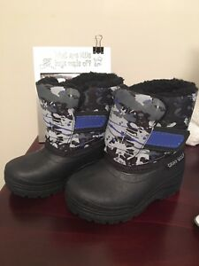 Toddlers winter boots size 5