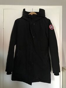 SELLING A CANADA GOOSE VICTORIA PARKA FOR $625