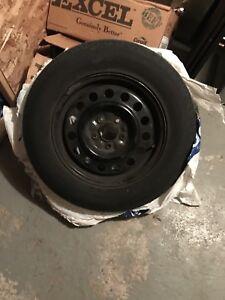 pneu 215/70r16 avec rim comme neuf