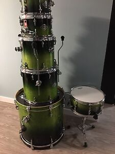 Sonor 7 piece kit with hardware