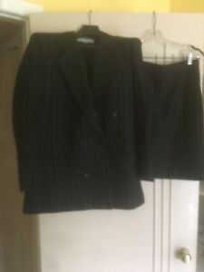 Skirt/blazer suit