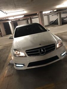 Mercedes-Benz C300 4matic sport panoramic sunroof for sale!