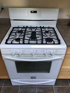 Frigidaire Gallery Gas Range in very good condition