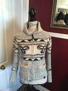 Tna aritzia sweater size small
