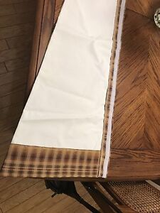 Window valance and 4 chair cushions