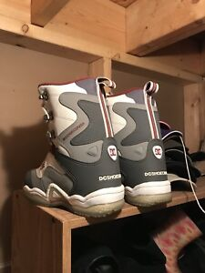DC Petra woman's size 7 snowboard boots