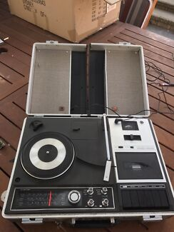 National record / tape player portable