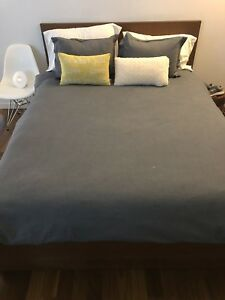 Ikea Malm grand lit/ queen bed frame