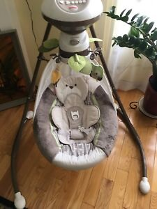 Baby swing - fisher price (My Little Snugabear Cradle 'n Swing)