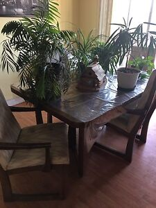 Kitchen table n hutch with 8 chairs