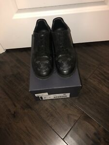 Louis Vuitton canvas shoes size 10