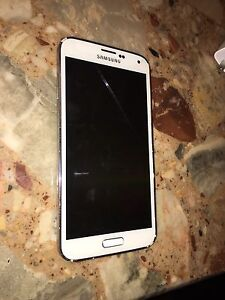 White Samsung Galaxy S5 good condition!