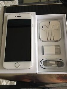 Silver Bell 32 gb iPhone 6S mint