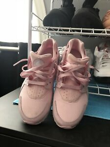 Pink nike air huarache youth size 7 (ladies 8)
