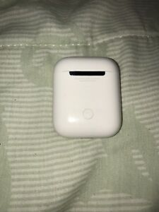APPLE AIRPODS FOR SALE GOOD CONDITION