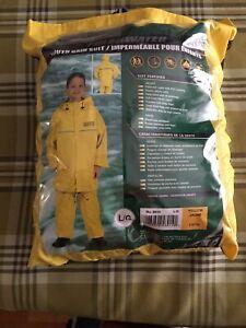 Kids rain suit size L new