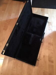Fender strat hard shell case