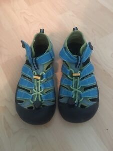 Gently Used Kids Keen Sandals - Size 4