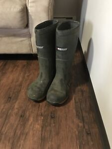 Rubber boots steel to size 11