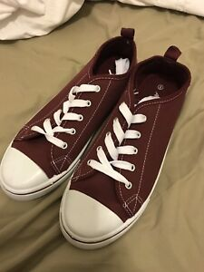 Women's sneakers size 8 burgundy fake converse