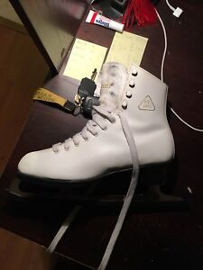 ISO this pair of skates!! sz.7