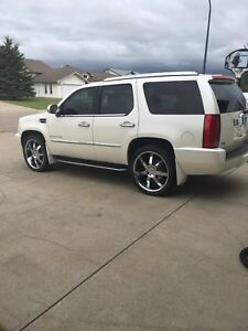 2008 Cadillac Escalade Mint! Low kms!
