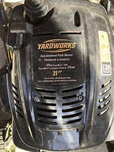 Tondeuse à essence yardworks