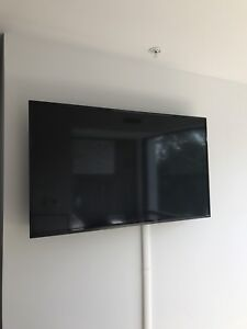 Vizio Smart TV w/ Apple TV and Wall Mount Included!