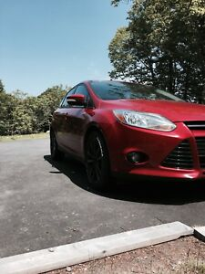 TRADE OR SELL Ford Focus 2012 SEL **WARRANTY**
