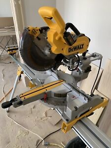 "DeWalt 10"" dual bevel sliding mitre saw"