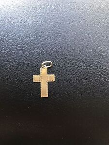 9ct Cross pendant Epping Whittlesea Area Preview