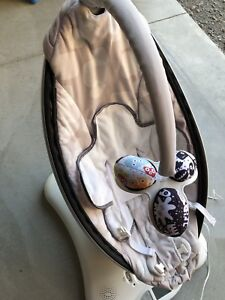 4 MOMS MAMAROO   *VERY CLEAN!*NO STAINS!*