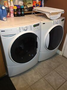 Excellent condition - Laundry Pair (washer & dryer)