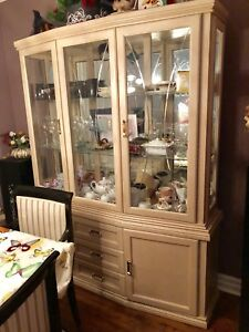Beautiful Solid Oak Hutch
