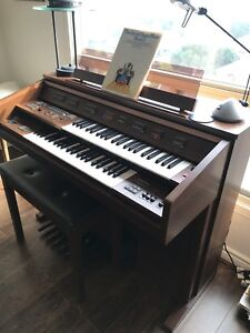 Electone Electronic Organ with Lots of Musical Options