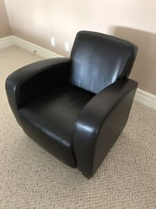 LEATHER CLUB CHAIR - MINT CONDITION!!