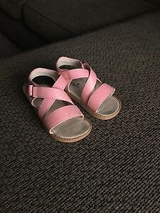 Sparkly toddler size 9, squeaker sandals