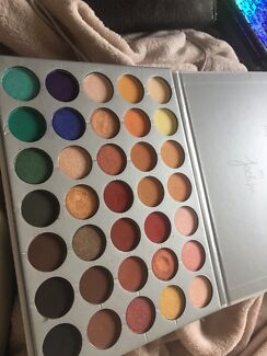 JACLYN HILL 100% SAFE AND PIGMENTED REPLICA