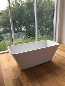 Freestanding Soaker Tub and Faucet