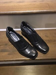Brand New Naturalizer Black Leather Shoes - Size 8