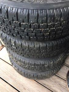 4 pneus d'hiver avec jantes 155/80R13. 50$
