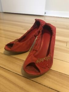 Red suede high heel shoes with strawberry sz 6.5