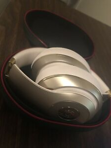 Beats by Dre  Studio 2 Wireless Bluetooth headphones