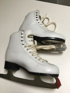 Women's skates size 5* good condition