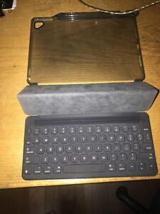 Apple Smart Keyboard and plastic case