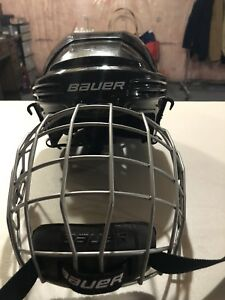BAUER HOCKEY HELMET WITH CAGE