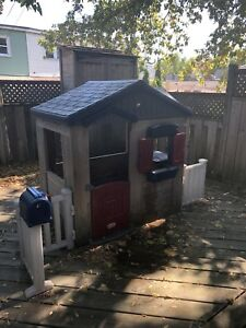 Backyard kids playhouse