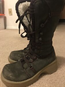 Thinsulate winter boots. Size 5