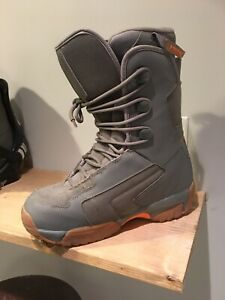 Snowboarding boots and bindings