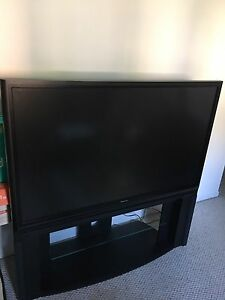 """TV Toshiba 58po avec support // Toshiba 58"""" TV with stand"""